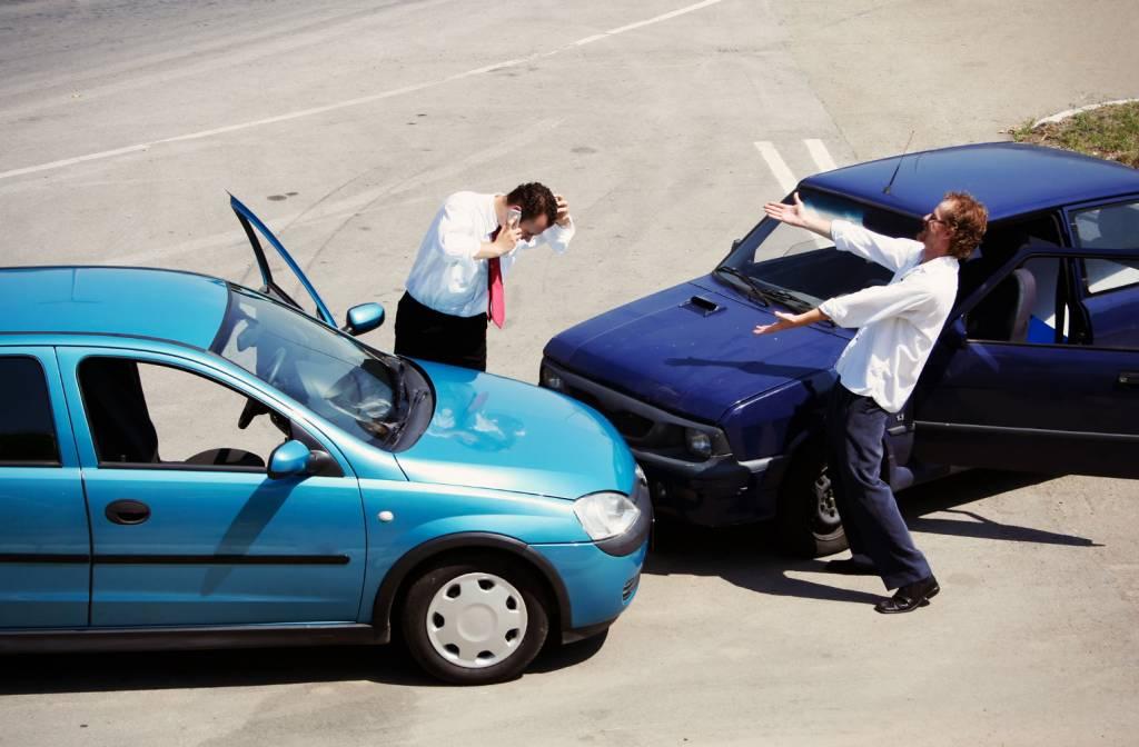 ДТП у робочий час на службовому авто.Чи повинен водій компенсувати шкоду?