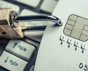 Будьте уважні: банки не несуть відповідальності за протиправне вилучення коштів у разі коректного введення даних платіжної картки